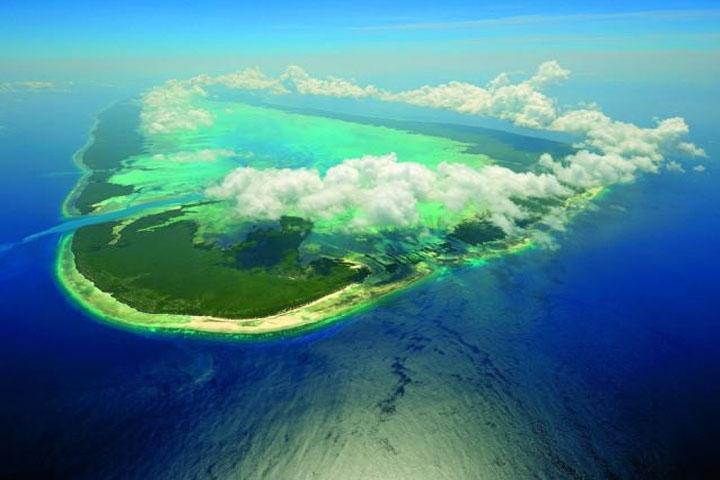Az elsziegeteltségében érintetlen Aldabra csak rendkívül fáradtságos út, utazás árán közelíthető meg.